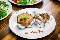 Gevulde gepofte aardappel