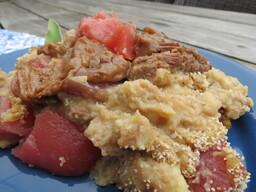 Jachtschotel met rundvlees en stoofpeertjes