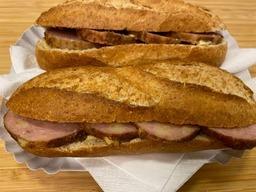 Broodje kaasgrillworst