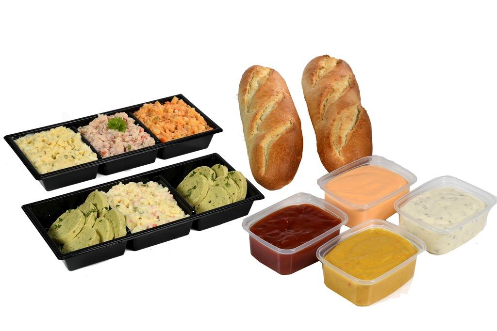 5. Compleet maken met salades, stokbrood en sauzen